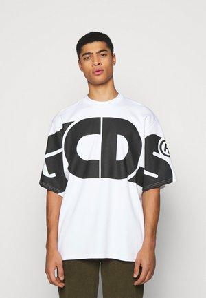 MACRO LOGO ROUND TEE - Print T-shirt - white