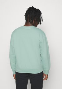 adidas Originals - CREW UNISEX - Sweatshirt - hazy green - 2