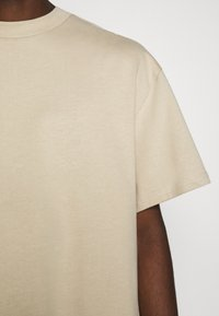 Weekday - GREAT - T-shirt - bas - beige - 6
