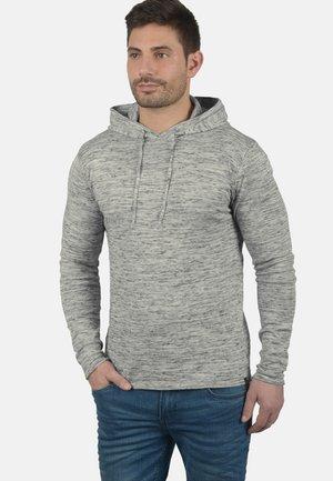 REGULAR FIT - Jersey con capucha - mottled grey