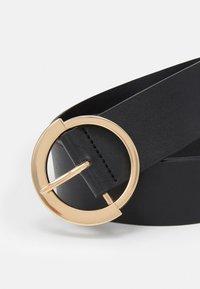 Pieces - PCSEPHANIE WAIST BELT - Waist belt - black/gold-coloured - 2