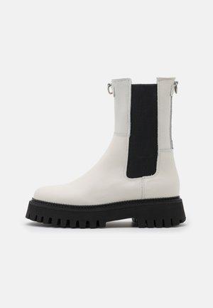 GROOV-Y - Platform ankle boots - offwhite/black