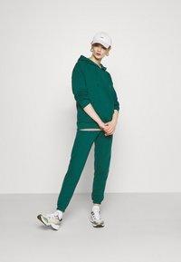 Missguided - HOODIE SET - Sweat à capuche - green - 1