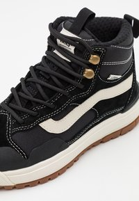 Vans - ULTRARANGE EXO MTE - High-top trainers - black - 5
