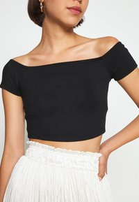 NA-KD - PAMELA REIF OFF SHOULDER  - Basic T-shirt - black - 4