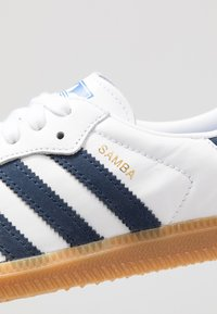 adidas Originals - SAMBA FOOTBALL - Trainers - footwear white/collegiate navy/blue - 5