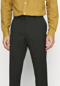 Isaac Dewhirst - SINGLE BREASTED SUIT - Kostym - green - 8