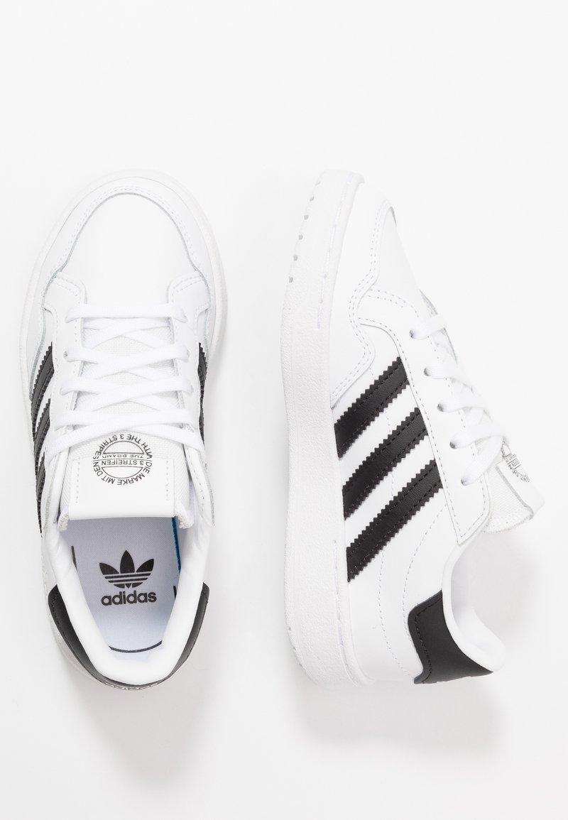 adidas Originals - TEAM COURT - Matalavartiset tennarit - footwear white/core black