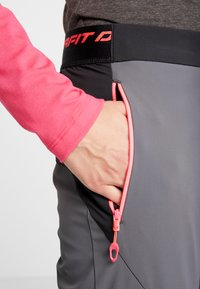 Dynafit - TRANSALPER PRO - Outdoorové kalhoty - magnet - 4
