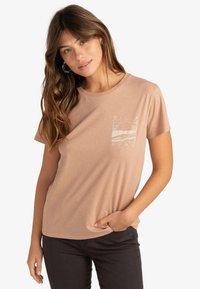 Billabong - ISLAND DAYS  - Print T-shirt - warm sand - 0