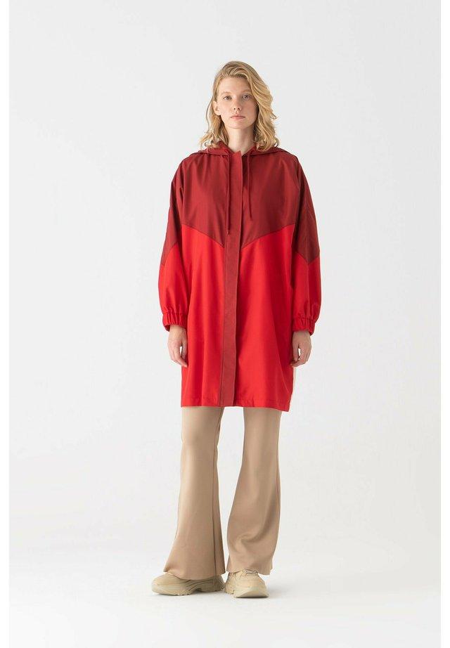 Veste imperméable - red