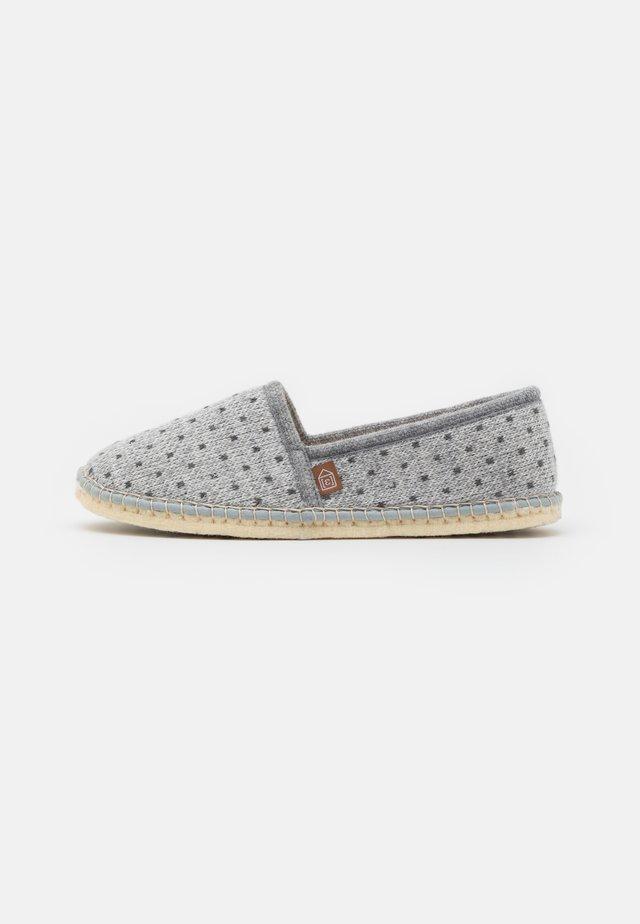 PANTOUFLE CLASSIC COUER VEGAN - Slippers - gris