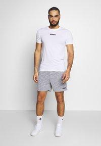 Jack & Jones - JCOZSS TEE SLIM FIT 2 PACK - T-shirts basic - white/black - 0