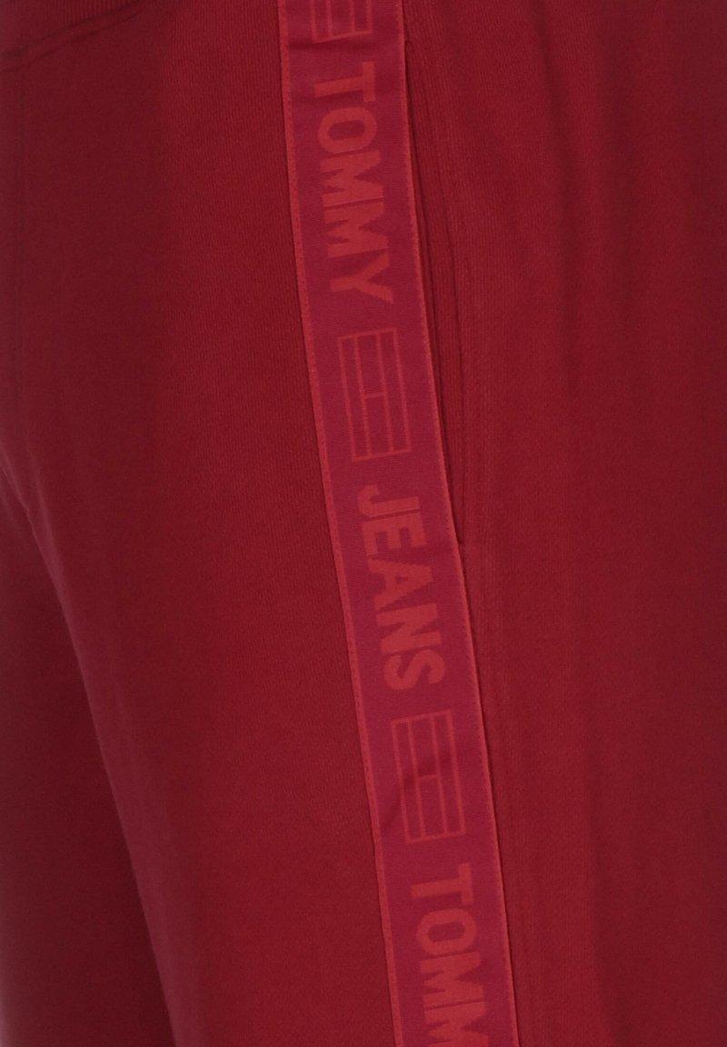 Tommy Jeans - TAPE  - Pantalon de survêtement - winered