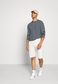 Jack & Jones - JCOMARLO CREW - Long sleeved top - sky captain - 1