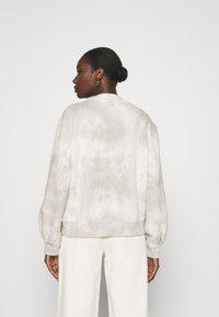 Abercrombie & Fitch - SEASONAL LOGO MOCK NECK CREW PATTERN - Sweatshirt - grey marble - 2