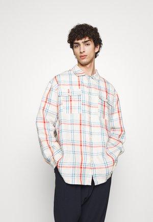 MIAMI SHIRT - Skjorter - light blue denim/orange