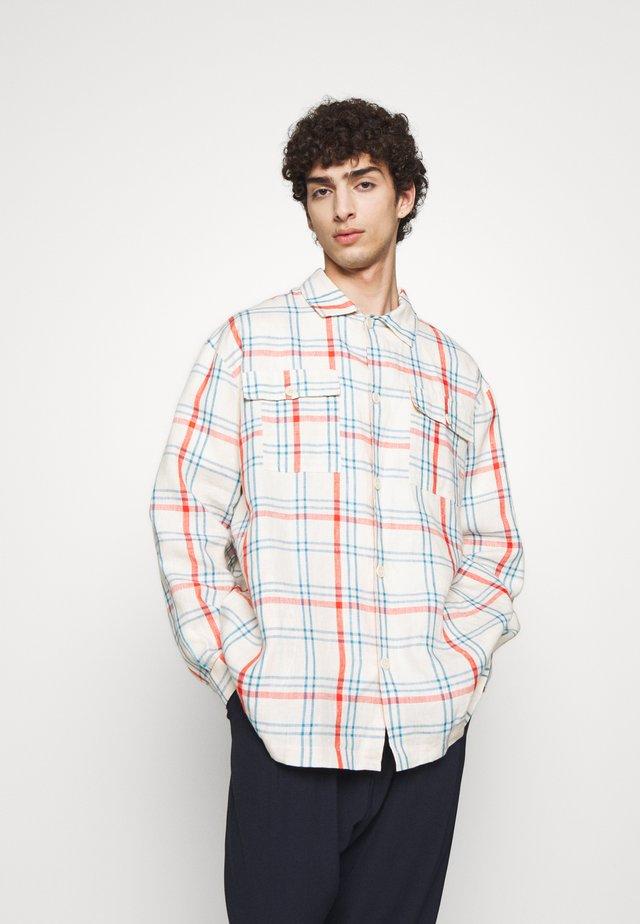 MIAMI SHIRT - Shirt - light blue denim/orange