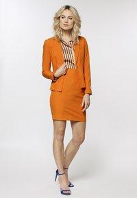OppoSuits - Blazer - orange - 1