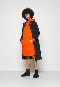 Tommy Hilfiger - HOODIE DRESS - Day dress - princeton orange - 1
