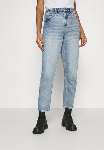 CURVY MOM - Straight leg jeans - medium vintage