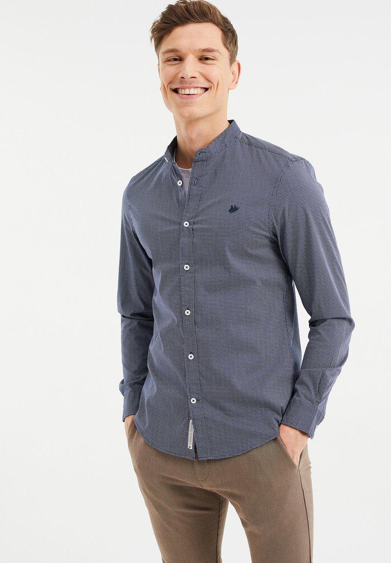 WE Fashion - MET SECRET FINISH - Camicia - all-over print