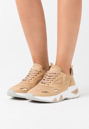 HOA - Sneakers laag - sand