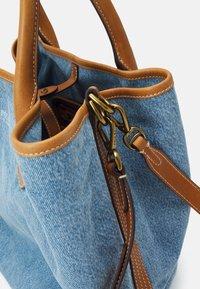 Polo Ralph Lauren - OPEN TOTE - Handbag - light blue/cuoio - 4