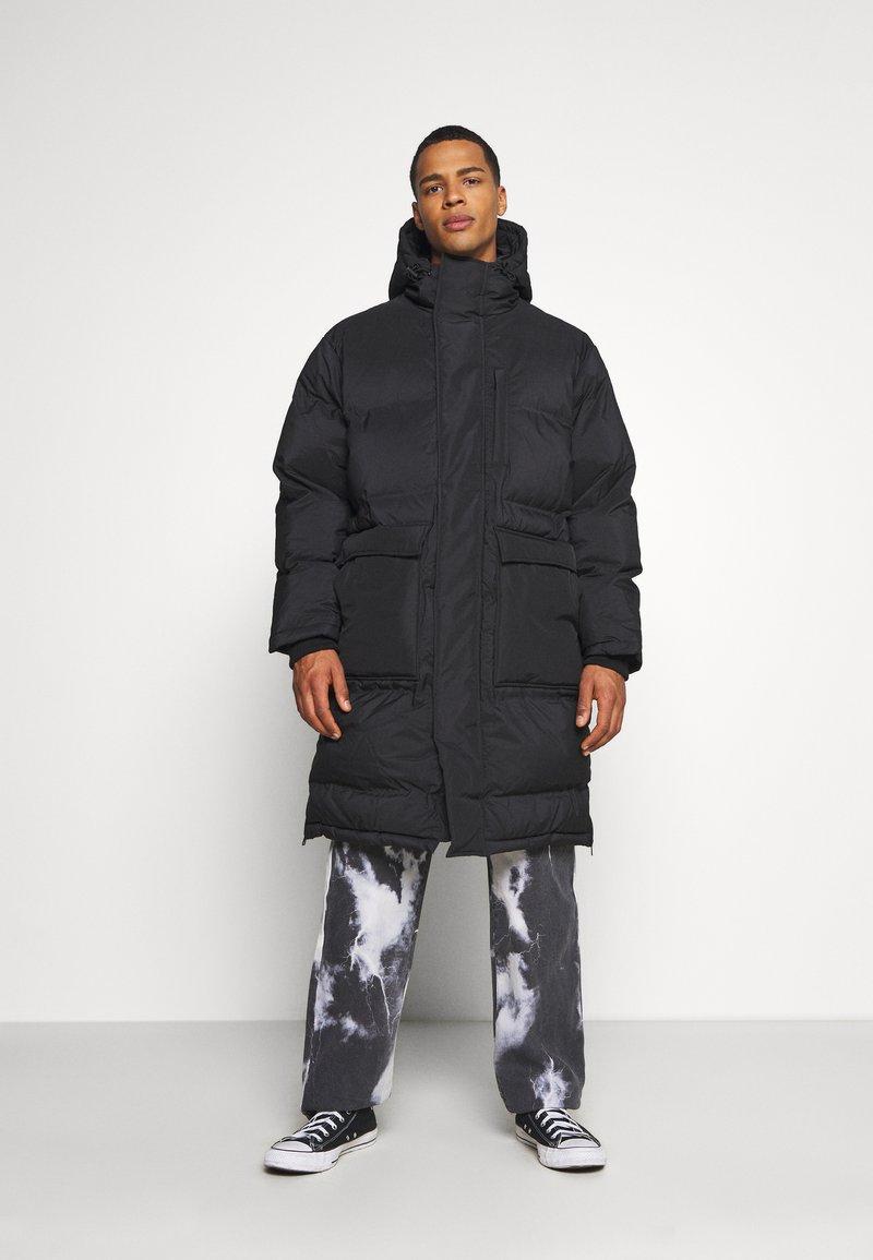 Weekday - JAY PUFFER JACKET - Zimní kabát - black