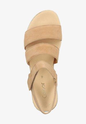 SANDALEN - Platform sandals - caramel (s./natur) 12