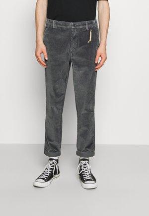JJIACE - Spodnie materiałowe - asphalt