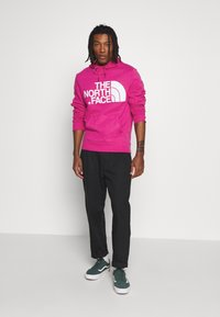 The North Face - STANDARD HOODIE - Sweat à capuche - mr. pink