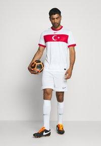 Nike Performance - TÜRKEI HOME - Landsholdstrøjer - white/sport red - 1