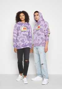 Tommy Jeans - ABO TJU X SPONGEBOB HOODIE UNISEX - Sweatshirt - purple quartz - 3