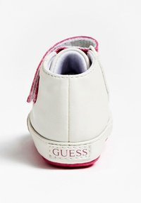 Guess - FLYNNA MIT KLETTVERSCHLUSS - Baby shoes - white - 3