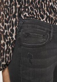 True Religion - HALLE TRIANGLE CUT ON LEG - Skinny džíny - black - 3