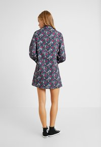 Fashion Union Petite - GENEVA PRINTED DRESS - Blusenkleid - vintage meadow floral - 3