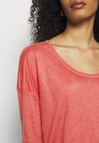 CLOSED - WOMENS - Long sleeved top - dusty coral - 4