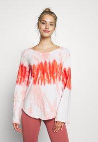 Yogasearcher - RAINBOW - Camiseta de manga larga - porcelaine - 0