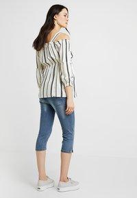 MAMALICIOUS - MLGOLDEN SLIM CAPRI - Denim shorts - light blue denim - 2