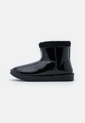 COZY BOOTIE - Vinterstøvler - black