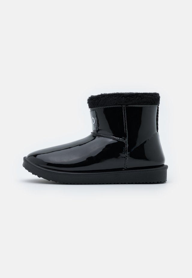 COZY BOOTIE - Snowboot/Winterstiefel - black