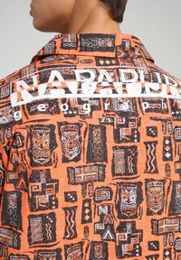 Napapijri - G-NAPALI - Shirt - orange mask - 6