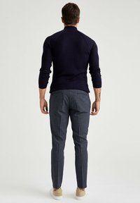 DeFacto - TAILORED FIT  - Tygbyxor - navy - 2