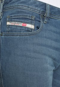 Diesel - ZATINY-X - Bootcut jeans - 009ei - 4