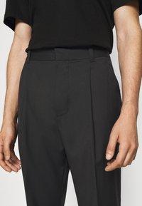 3.1 Phillip Lim - SINGLE PLEAT - Kalhoty - black - 3