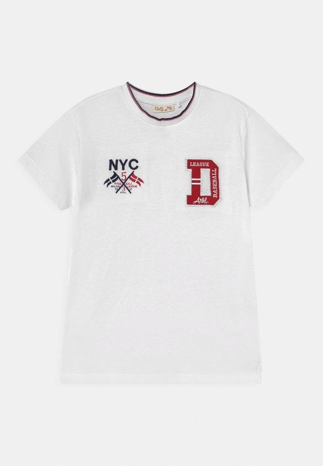T-shirt print - brilliant white