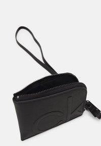 Calvin Klein - ZIPAROUND WALLET UNISEX - Wallet - black - 2