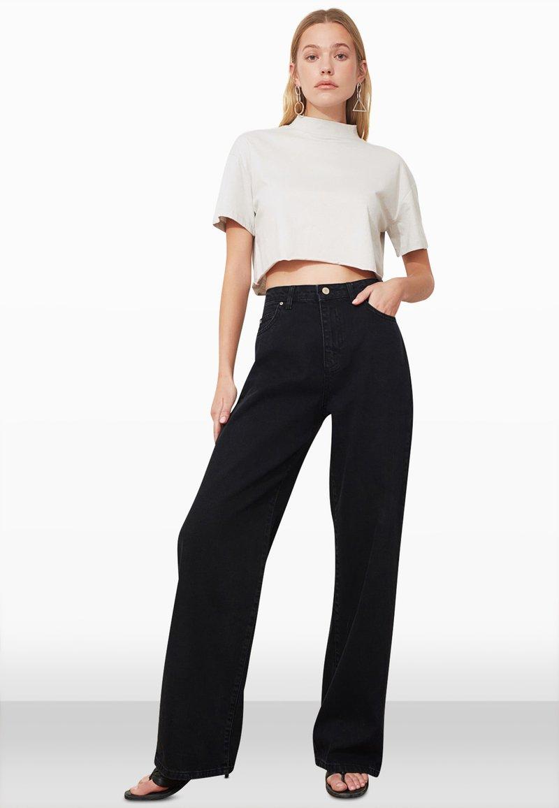 Trendyol - Flared Jeans - black