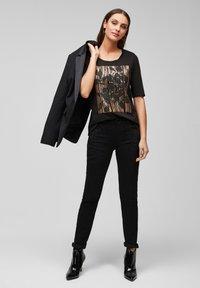 s.Oliver BLACK LABEL - MIT PAILLETTEN - Print T-shirt - black sequins placed print - 1